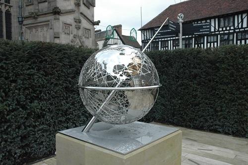 Shakes House - Globe Statue 2